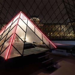 El Museo del Louvre, en asociación con Airbnb, transformará por una noche el mítico edificio en un alojamiento de lujo.