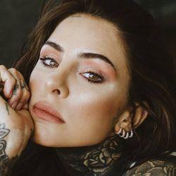 Candelaria Tinelli se volvió a tatuar la cara.