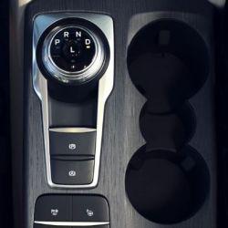 El selector de cambios de la nueva generación de Kuga es similar al del Mondeo.