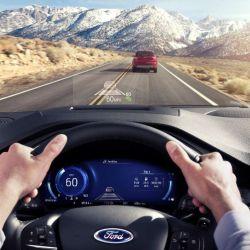 El Kuga 2020 ofrece nuevo instrumental y sistemas de seguridad.
