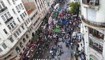 Movilización de organizaciones sociales junto a la CTA en el centro Porteño
