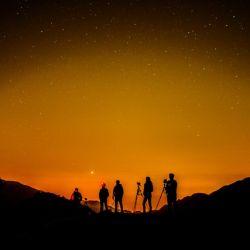 No hay mejor forma de disfrutar de la fotografía nocturna que con buena compañía.