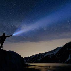 La linterna nos permite iluminar algún detalle o crear algún efecto en especial.