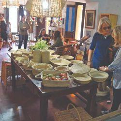 Gran variedad de artesanías en la Fundación Manos Correntinas.