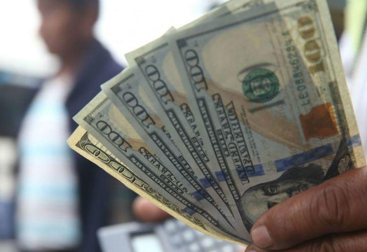 Sigue la política de bajar las tasas aunque suba el dólar