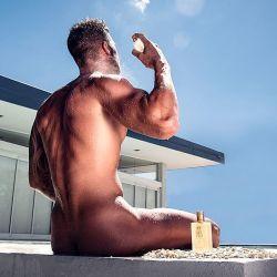 Flavio Mendoza se desnudó y lo criticaron.