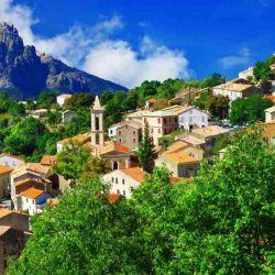Ota y Evisa están ubicados sobre las colinas de Porto, en la costa de Córcega.
