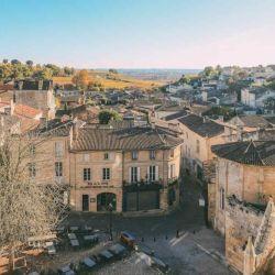 Saint-Émilion está conformado por llamativos edificios de piedra caliza.