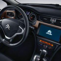 El Citroën C4 Lounge recibió cambios en China, especialmente en el interior.
