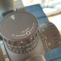 La PMR 428 tiene una magnificación de 4,5 a 28x.