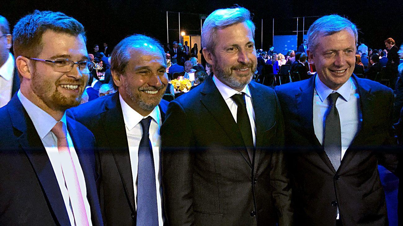 Nicolás Massot, Nicky Caputo, Rogelio Frigerio y Emilio Monzó, intercambiando ideas en la Cena Cippec.