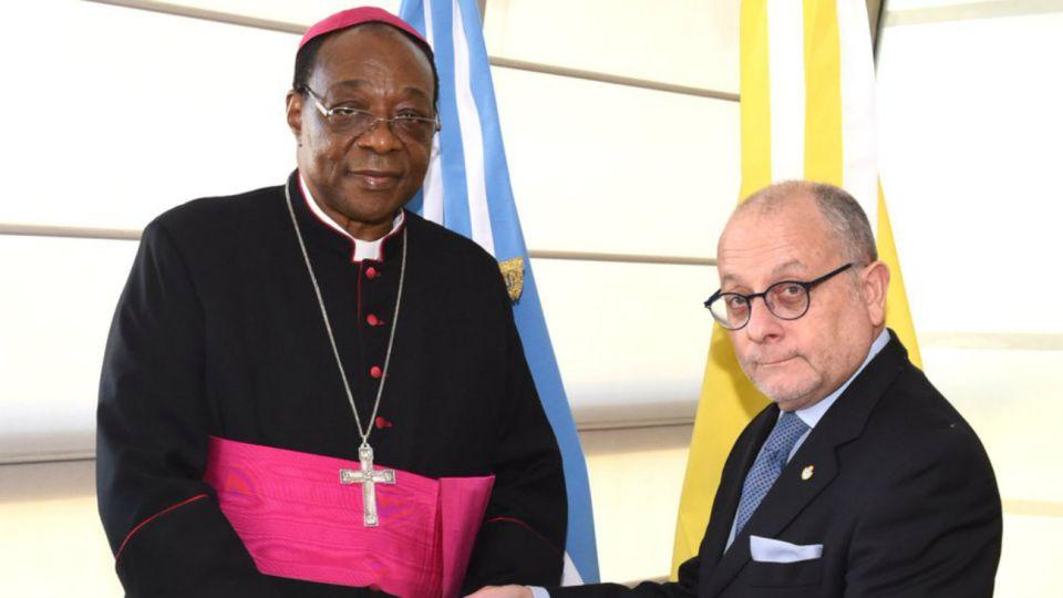 El nuncio Badikebele se reunió la semana pasada con el canciller Jorge Faurie