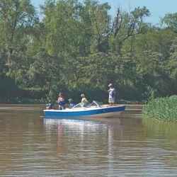 El río Paraná, en Goya, ofrece lugares mágicos para la pesca.