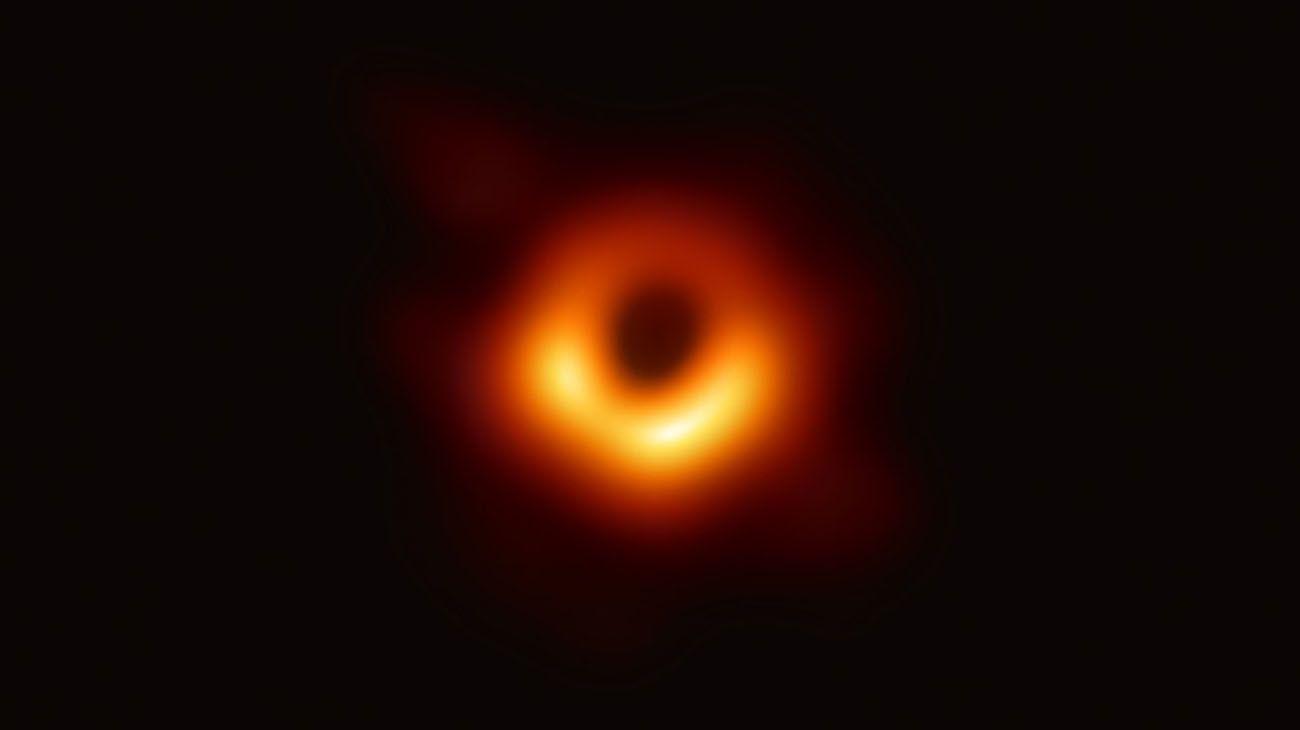 La imagen del agujero negro que captó el Telescopio Event Horizon