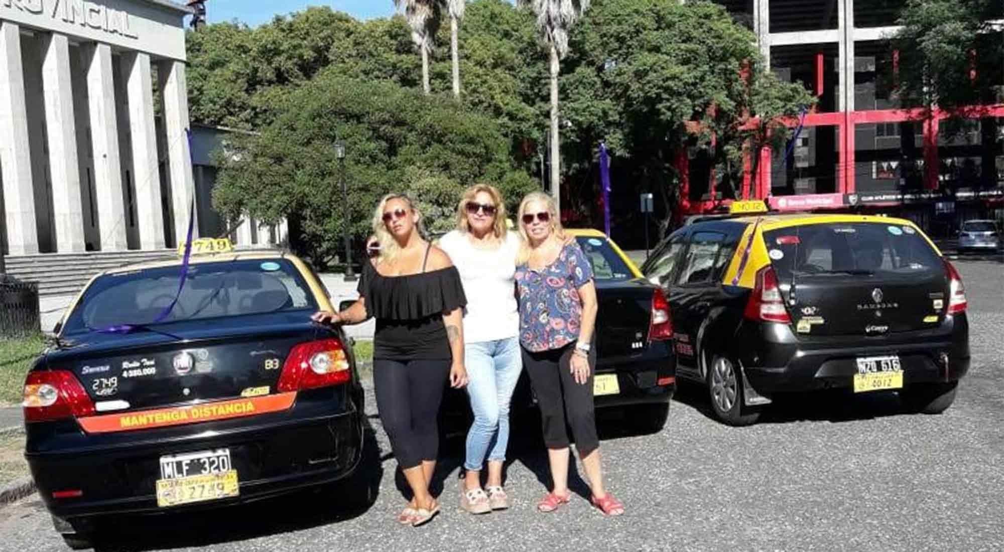 Mujeres choferes de la Cámara de Mujeres Taxistas de Rosario