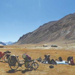 Un alto en la Pamir Highway a la hora del almuerzo.