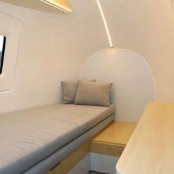 Los diferentes componentes del habitáculo se pueden mover y adaptarlos para obtener un lugar de trabajo o un cómodo dormitorio.