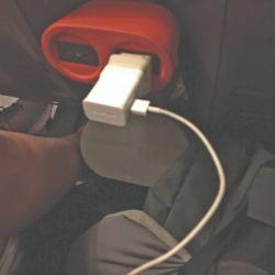 Los asientos cuentan con conectores USB.