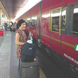 La autora lista para subir al coche Smart de Italo en la estación Venecia - Santa Lucía.