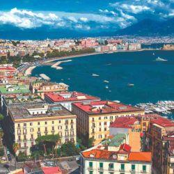 Nápoles es una de las preciosas ciudades que se pueden visitar gracias al tren.