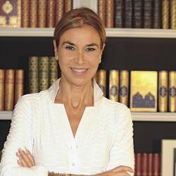 En su última novela, la autora cuenta la historia española a través de la vida de 3 mujeres.