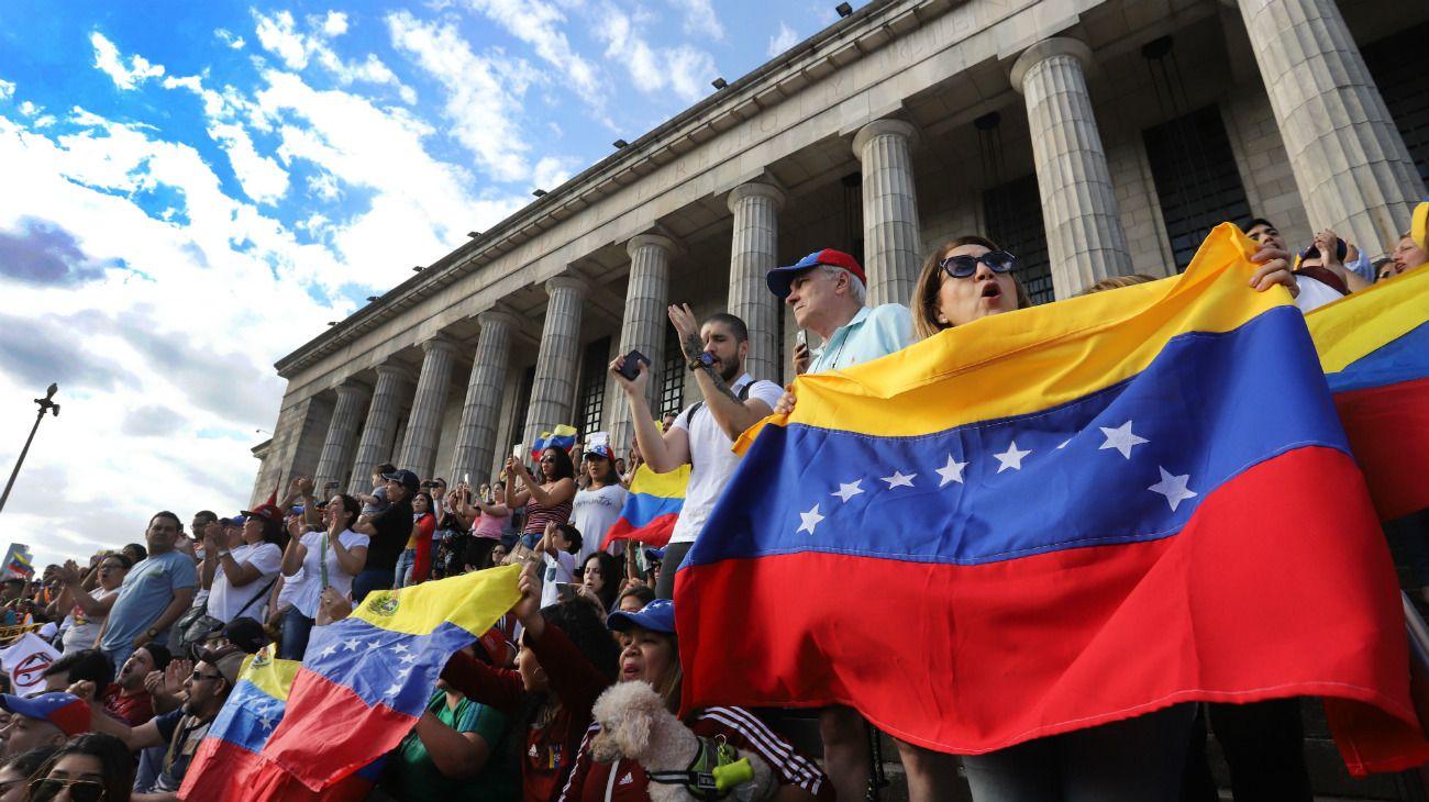 Venezuela acusa a Argentina de no permitir que los venezolanos regresen a su país
