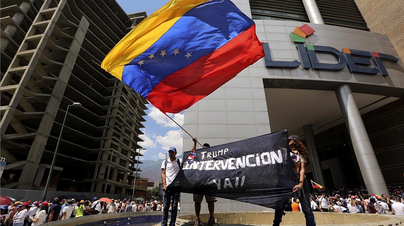 Con una gira, EE.UU. refuerza el cerco sobre el chavismo
