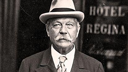 Escritor. Conan Doyle era un apasionado del espiritismo.