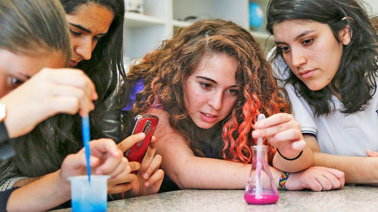 Brecha. En carreras STEM (ciencia, tecnología, ingeniería y matemática) solo hay un 33% de mujeres.