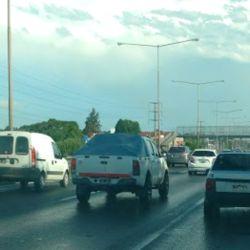 En cada fin de semana largo, miles de argentinos salen a las rutas.