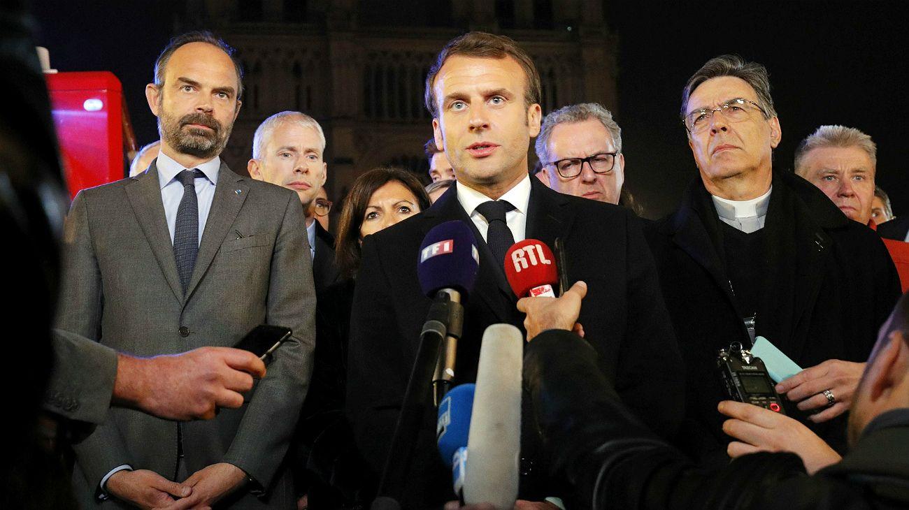 Emmanuel Macron, desde el lugar del siniestro.