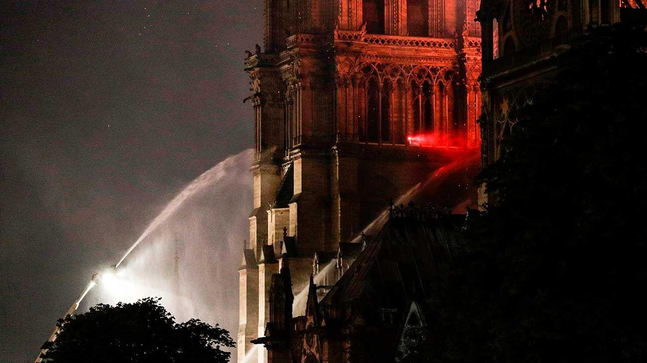 Cuál es la principal hipótesis sobre el incendio en la catedral de Notre-Dame