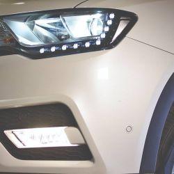 Iluminación LED en los faros delanteros.