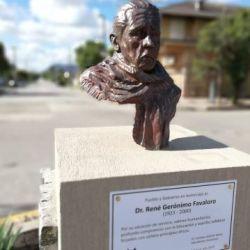 Busto de Favaloro en Balcarce