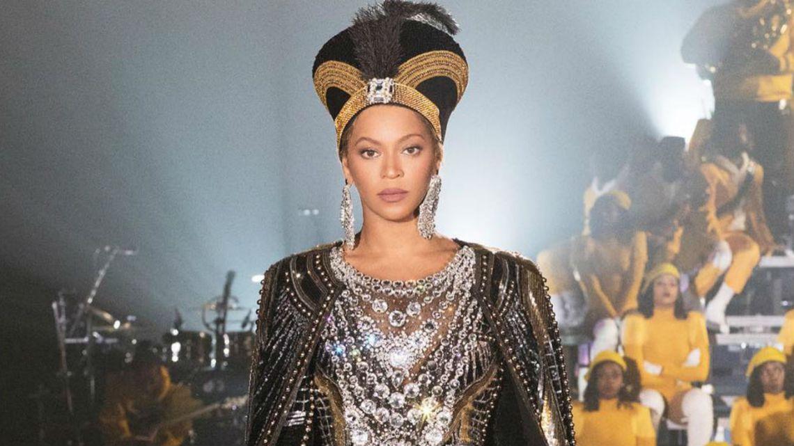 Beyoncé lanzó un disco sorpresa y anunció su documental en Netflix