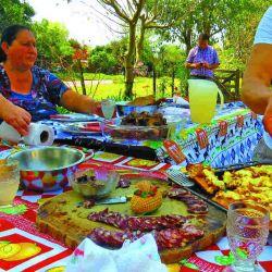 En las comidas regionales abundan el cordero y la mandioca.