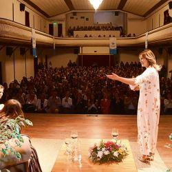 El primer encuentro se realizó en el teatro Seminari