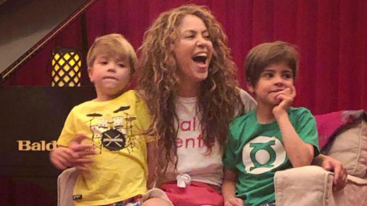 Shakira está grabando nuevo disco acompañada de sus hijos, ¡que están enormes!