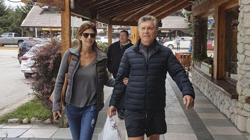 ARCHIVO. Macri junto a Awada durante sus vacaciones en la Patagonia.