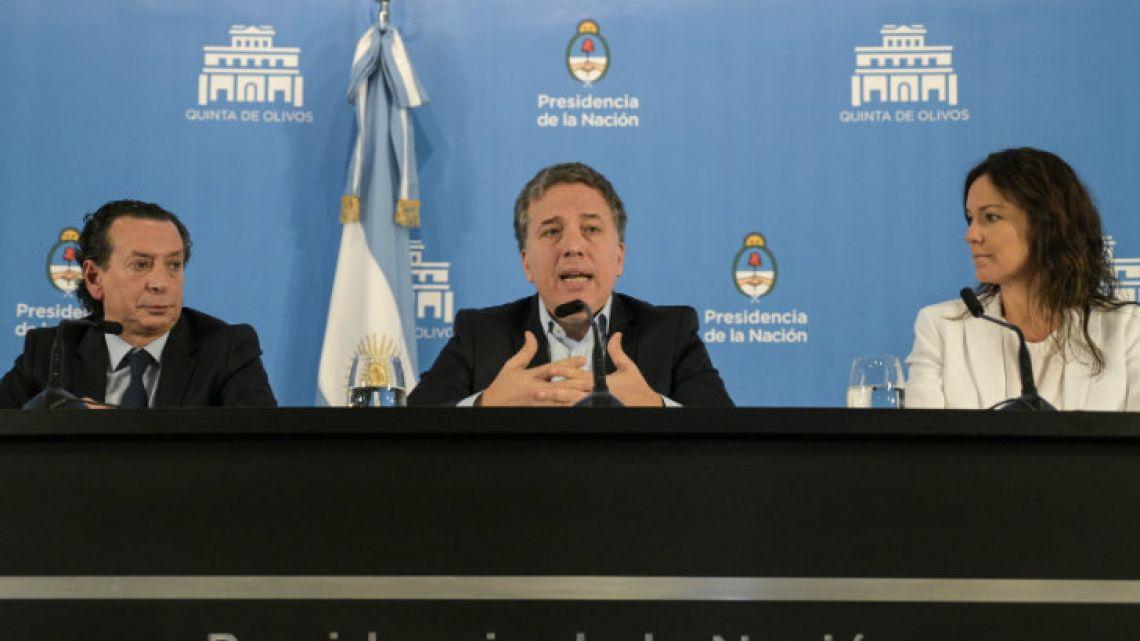 Minister Nicolás Dujovne at a press conference.