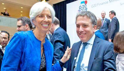 Sonrientes. El ministro Nicolás Dujovne y la directora del FMI, Christine Lagarde.