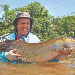 Arapaima capturado casualmente en el lago Arapaima con un equipo liviano, caña de spinning de 20 libras y multifilamento del 0,24.