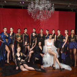 """La actriz, conductora y diseñadora ecuatoriana Paola Miranda presentó """"Bésame"""", su nueva colección de lencería, con un desfile con mucho ritmo y sensualidad."""