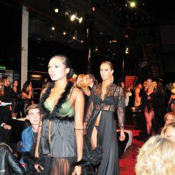 Así, Caras Moda se convirtió en un espacio concebido y pensado como un espacio de vanguardia para enriquecer a la troupe fashionista que sigue atentamente las novedades de los diseñadores nacionales.
