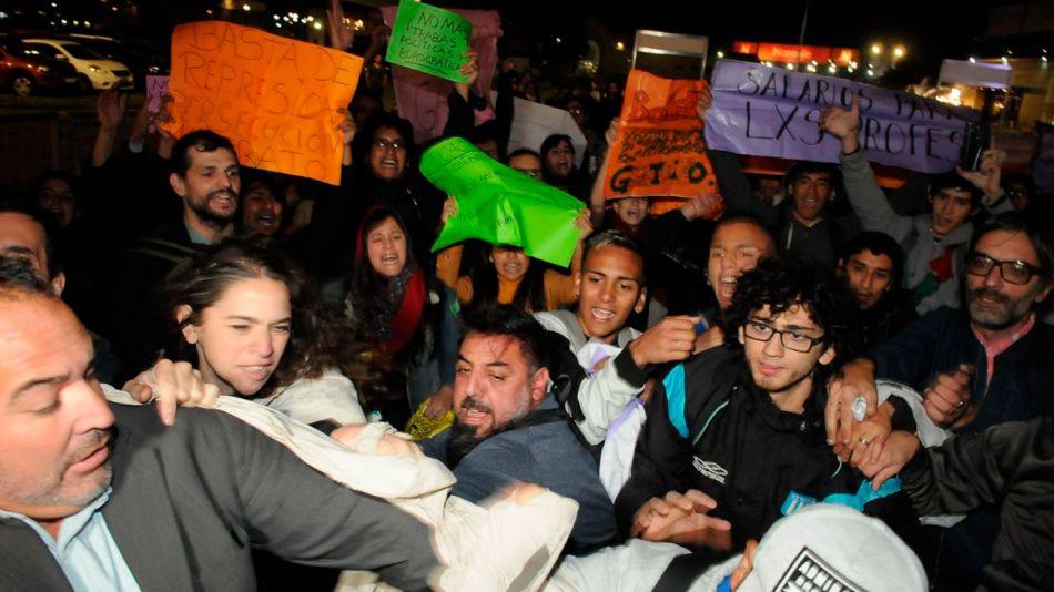 protesta-feria-del-libro-25042019-05