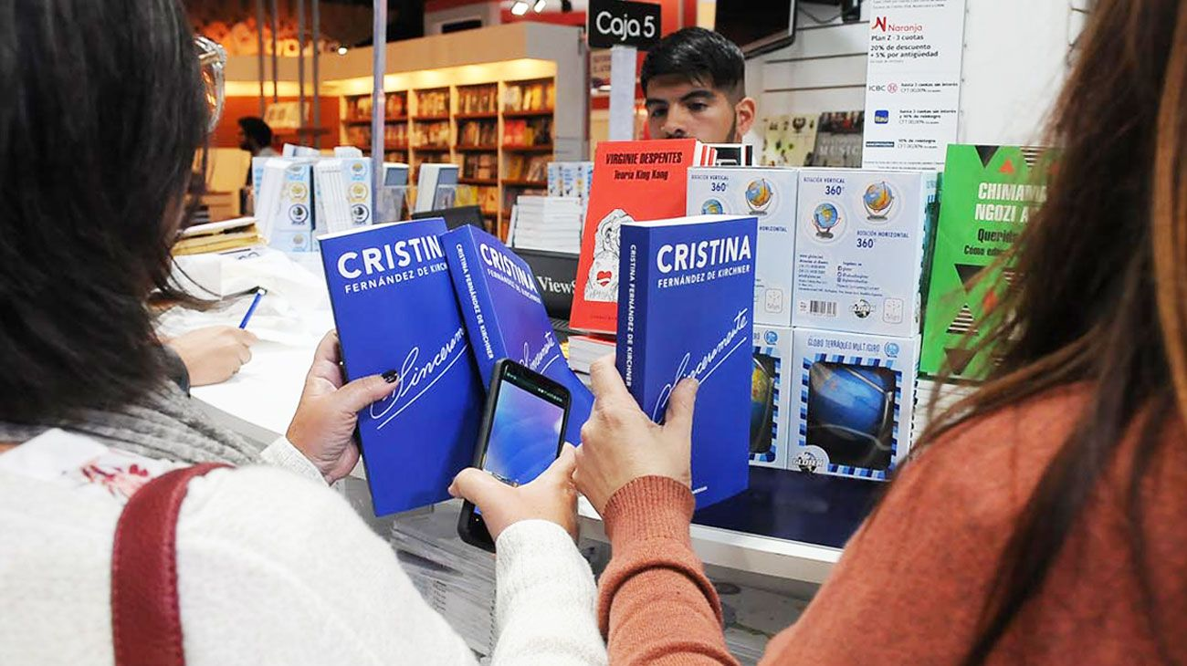 Sinceramente. El libro de Cristina Kirchner estuvo entre los más vendidos de los primeros días de la Feria. El 9 de mayo lo presenta.