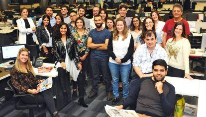 Jóvenes. Un nuevo grupo de estudiantes cuenta con clases teóricas y después acceden a realizar sus prácticas en el medio que deseen de Editorial Perfil.