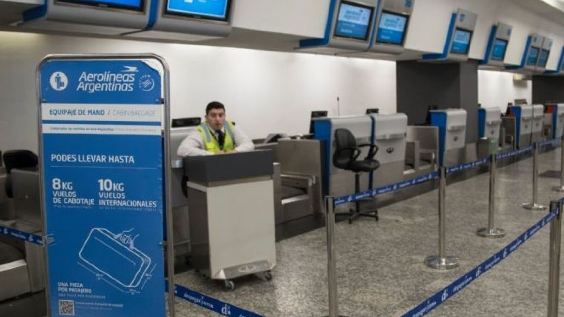 An Aerolíneas Argentinas check-in desk (file)
