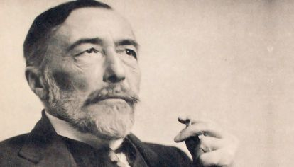 Joseph Conrad (1857-1924), novelista polaco afincado en Inglaterra; se apropió del inglés como lengua literaria