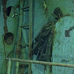 Las imágenes captadas sorprenden por su calidad. En esta se puede apreciar una campera colgada de la puerta.